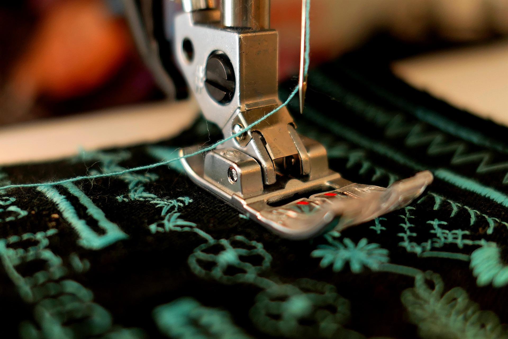 Lockmachine of reguliere naaimachine, welke moet je kiezen?