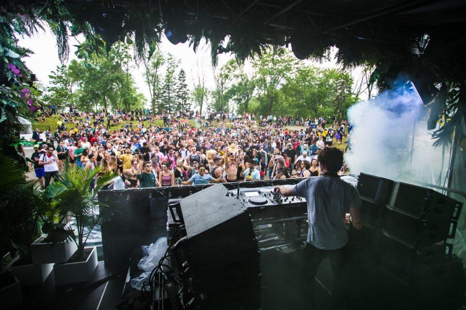 Dit festival seizoen helemaal terug: de hippe regenjas